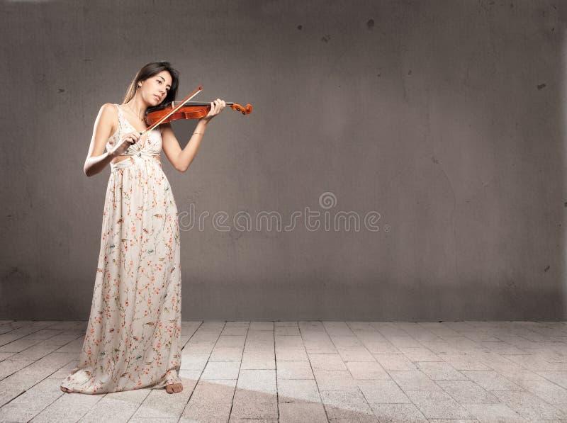 Mujer con el violín fotos de archivo