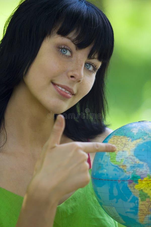 Mujer con global foto de archivo