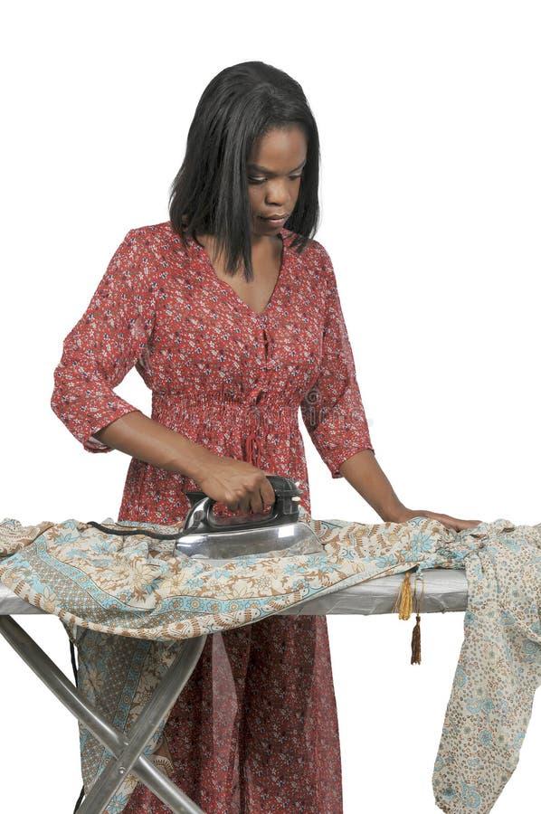 Mujer con hierro eléctrico imagen de archivo