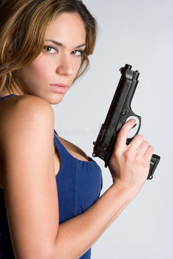 Mujer con la arma de mano fotografía de archivo libre de regalías