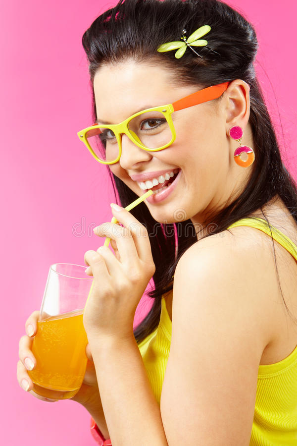 Mujer con la bebida imagen de archivo