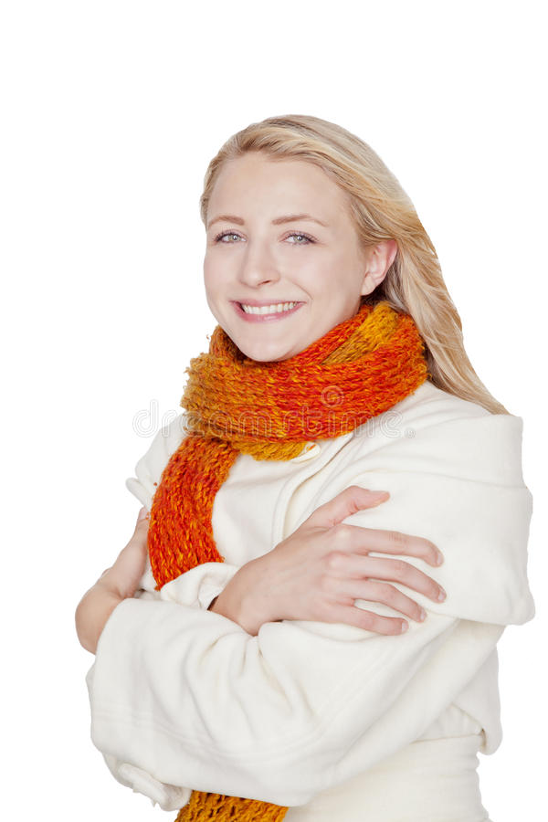 Mujer con la bufanda y la capa en un día de invierno imagen de archivo