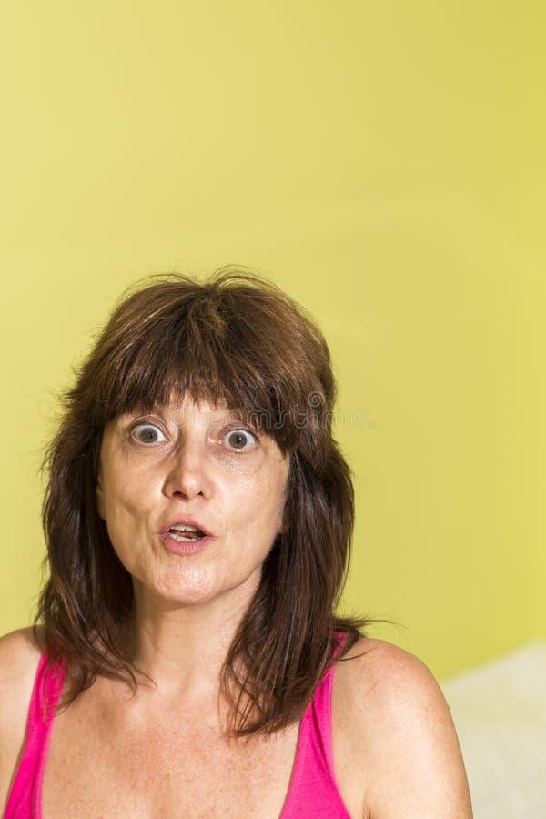 Mujer con la expresión de la sorpresa fotos de archivo libres de regalías