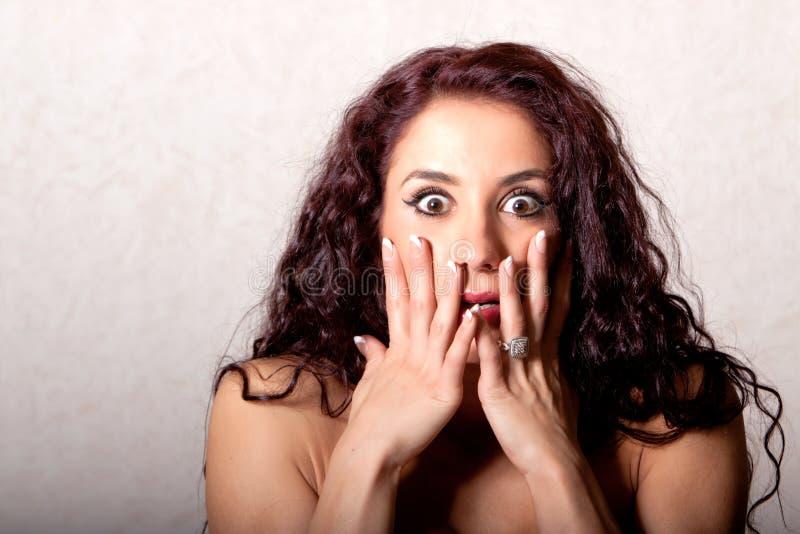 Mujer con la expresión facial dada una sacudida eléctrica fotos de archivo libres de regalías