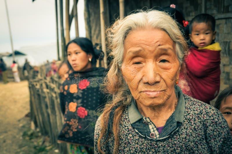 Mujer con la familia imagen de archivo libre de regalías