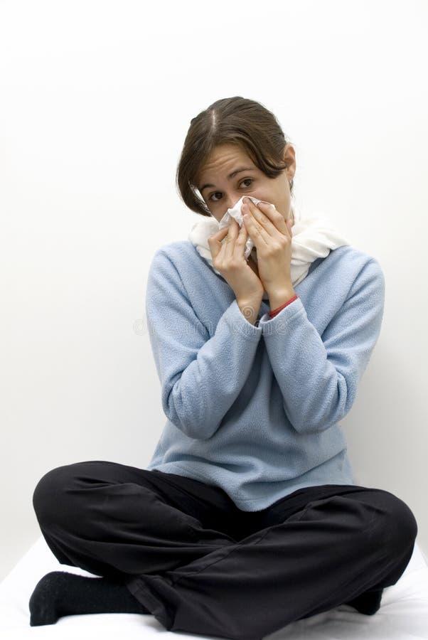 Mujer con la gripe, alergia imagen de archivo libre de regalías