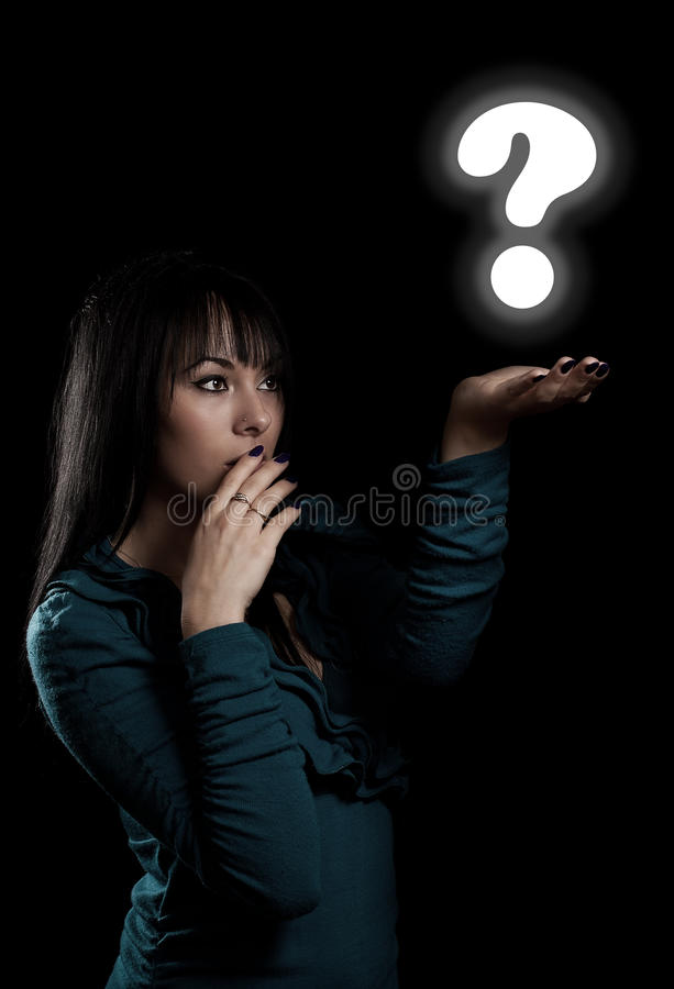 Mujer con la muestra de la pregunta imagen de archivo libre de regalías