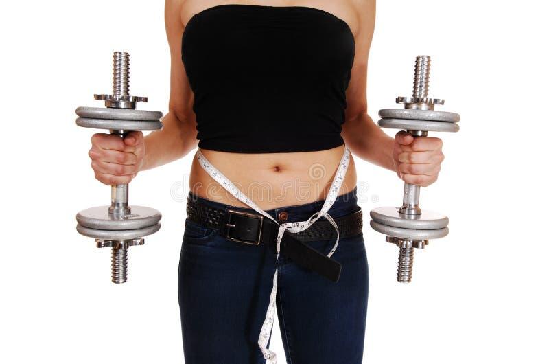 Mujer con la pesa de gimnasia foto de archivo libre de regalías