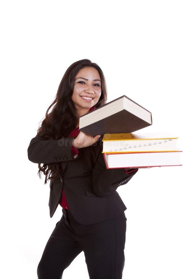 Mujer con la pila de libros que sostienen uno imagenes de archivo