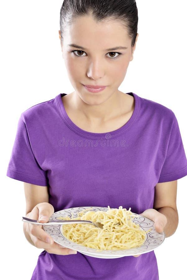 Mujer con la placa de espaguetis fotografía de archivo