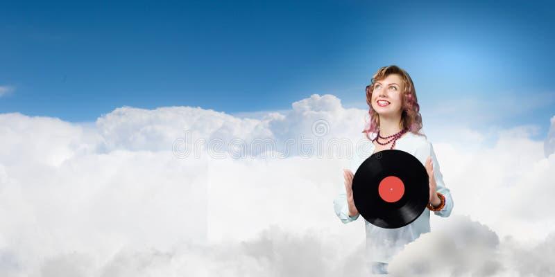 Mujer con la placa del disco fotos de archivo