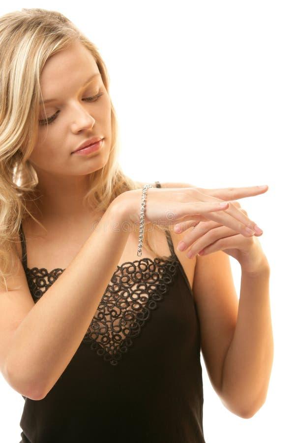 Mujer con la pulsera imagen de archivo