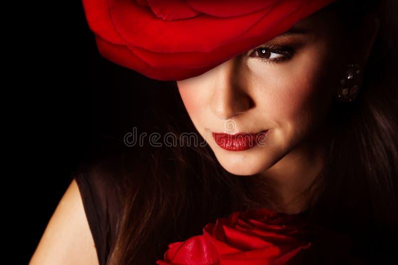 Mujer con la rosa del rojo fotos de archivo libres de regalías