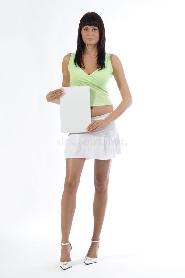 Mujer con la tarjeta. imagen de archivo