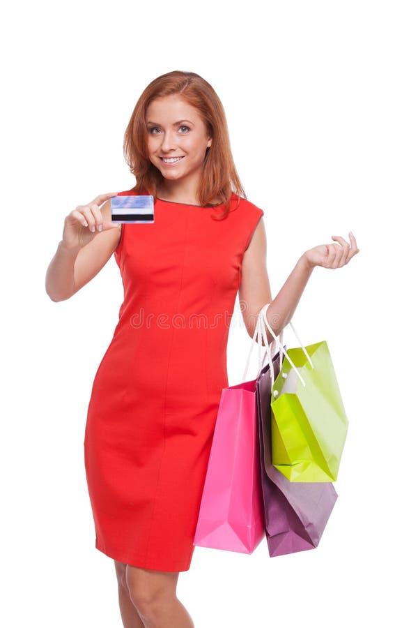 Mujer con la tarjeta de crédito imagen de archivo libre de regalías