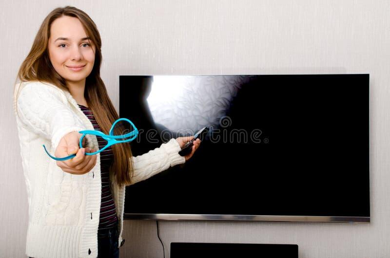 Mujer con la TV foto de archivo libre de regalías