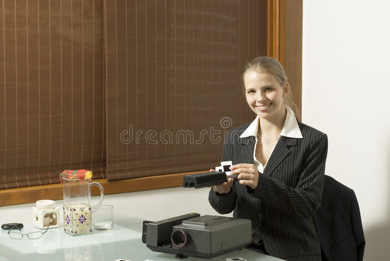 Mujer con las diapositivas foto de archivo