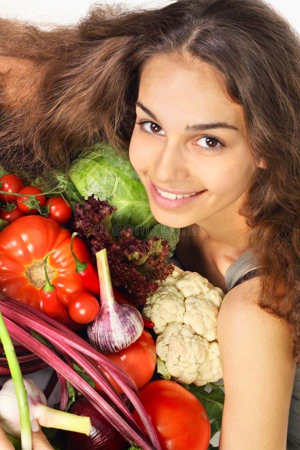 Mujer con las verduras imagenes de archivo