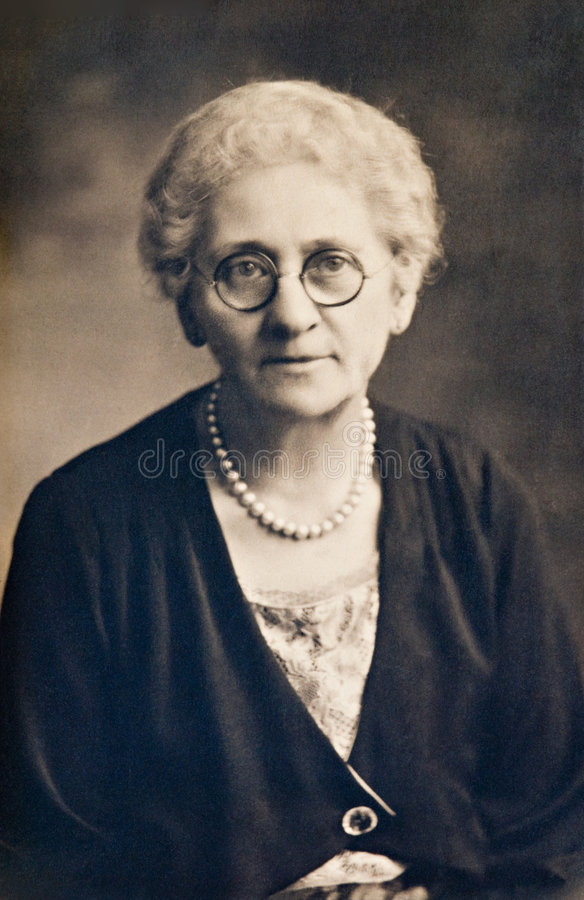 Mujer con las perlas fotografía de archivo libre de regalías