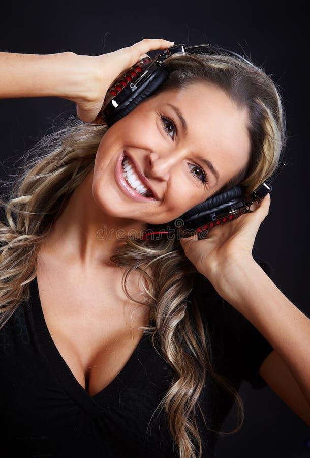 Mujer con los auriculares foto de archivo libre de regalías