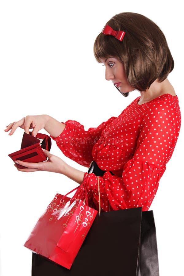 Mujer con los bolsos de compras y ningún dinero en monedero fotografía de archivo libre de regalías