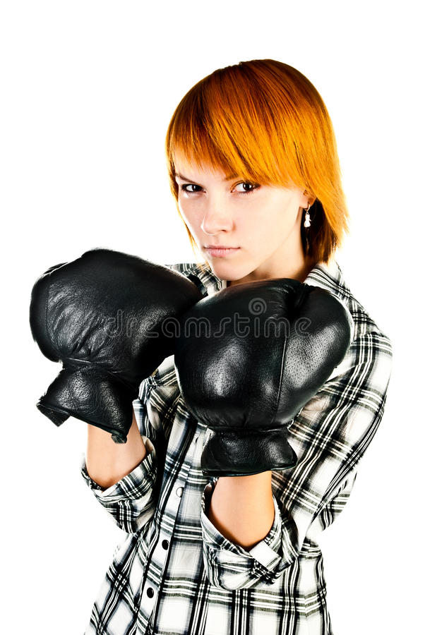 Mujer con los guantes de boxeo imagenes de archivo
