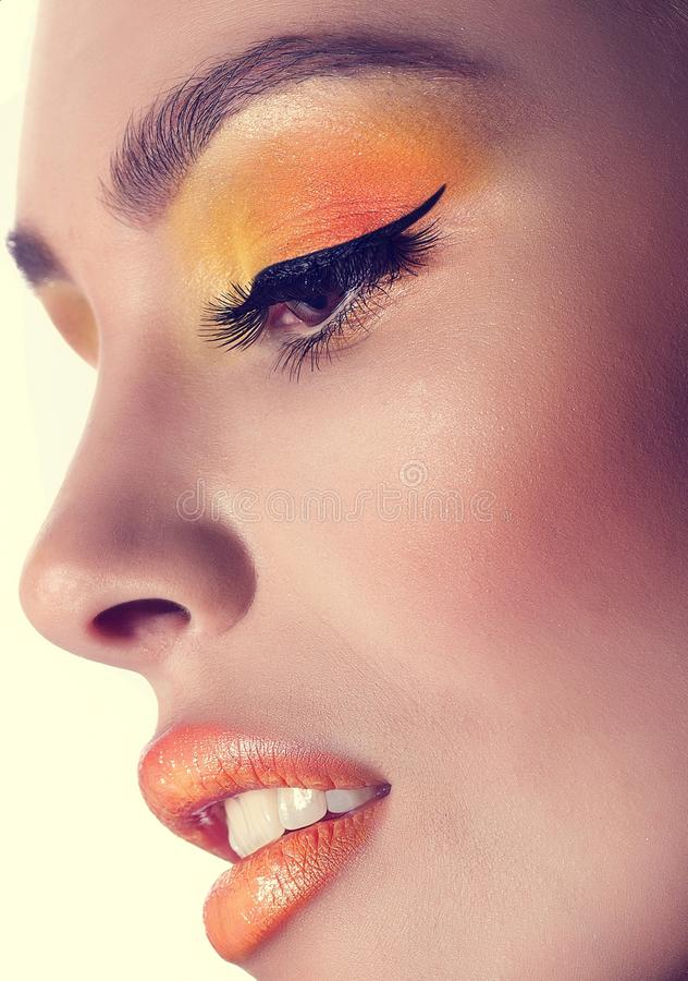 Mujer con maquillaje imagenes de archivo