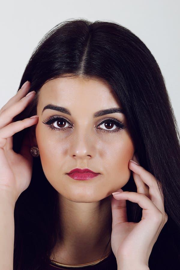 Mujer con maquillaje brillante hermoso imágenes de archivo libres de regalías