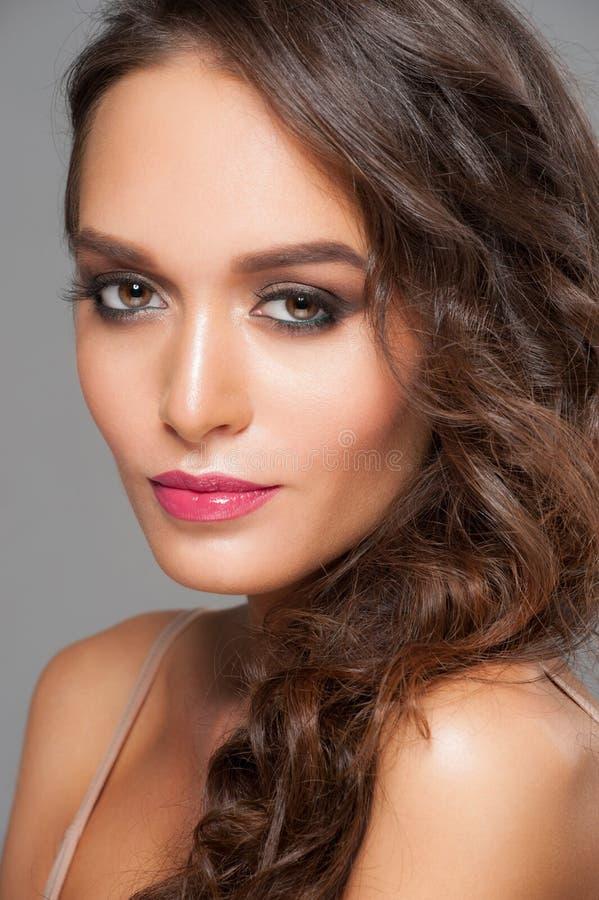 Mujer con maquillaje con estilo fotos de archivo