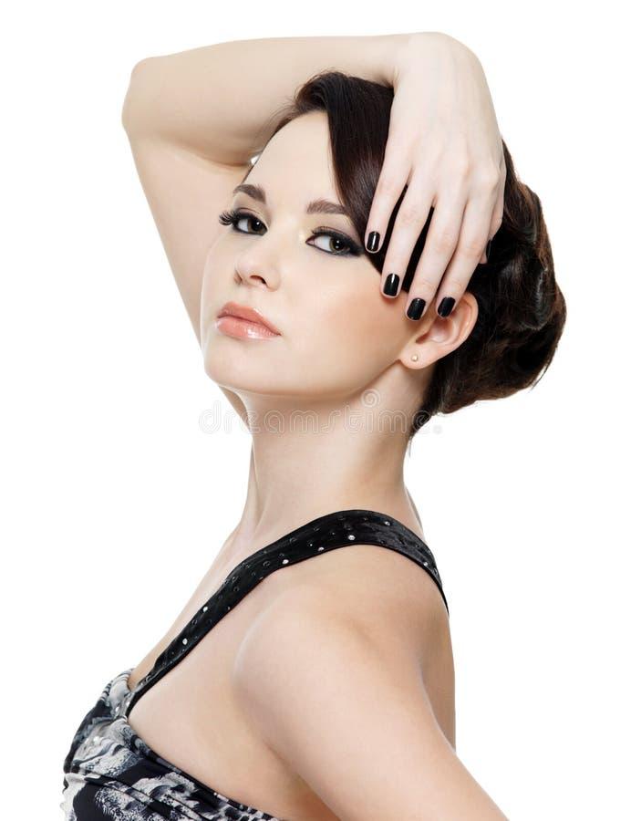 Mujer con maquillaje de la manicura y del ojo fotos de archivo