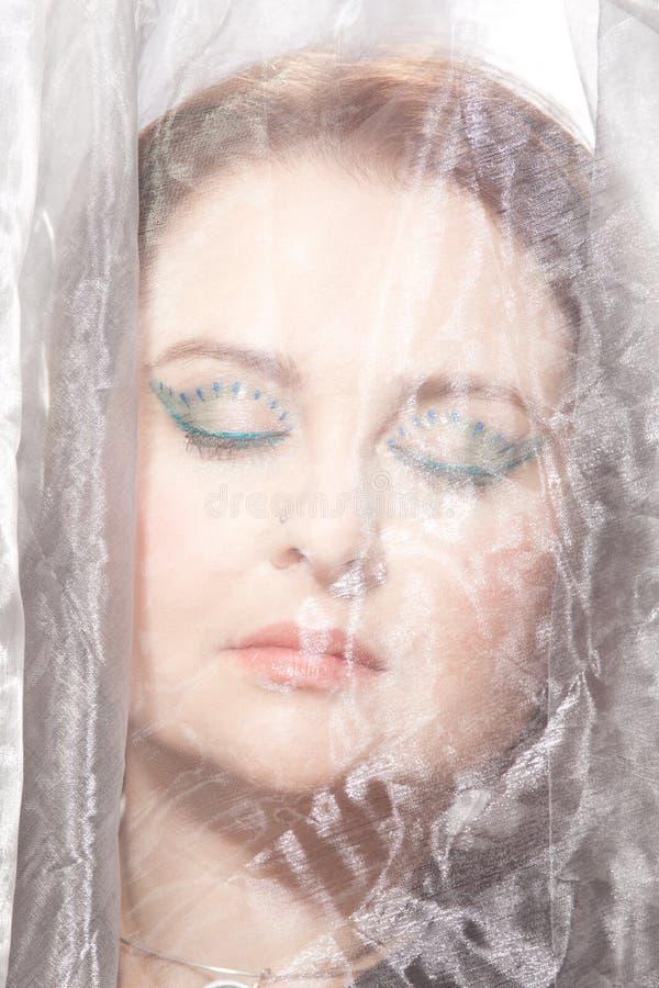 Mujer con maquillaje llamativo fotos de archivo libres de regalías
