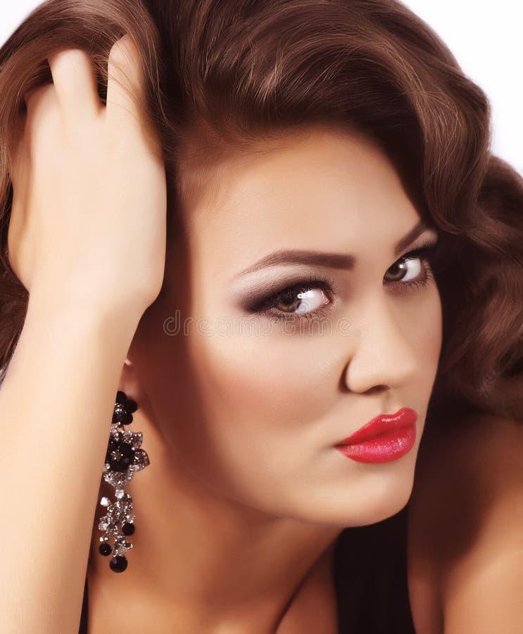 Mujer con maquillaje y decoraciones preciosas fotos de archivo