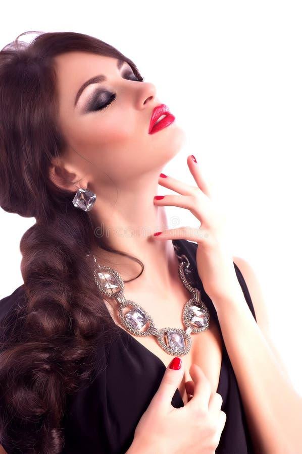 Mujer con maquillaje y decoraciones preciosas fotografía de archivo libre de regalías