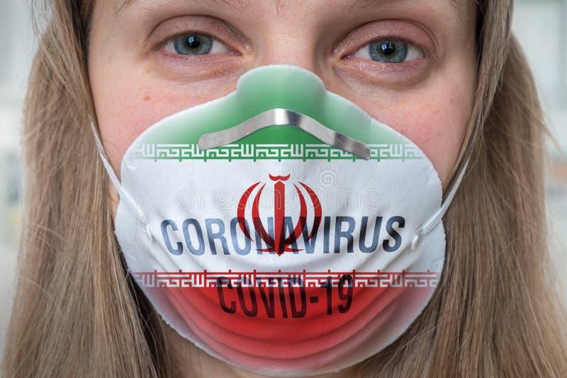 Mujer con mascarilla respiratoria - Coronavirus COVID, MERS, concha SARS foto de archivo