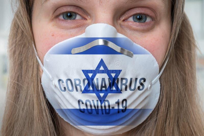 Mujer con mascarilla respiratoria - Coronavirus COVID, MERS, concha SARS imágenes de archivo libres de regalías