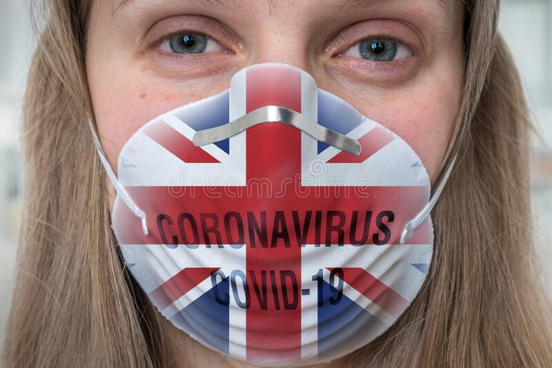 Mujer con mascarilla respiratoria - Coronavirus COVID, MERS, concha SARS fotos de archivo libres de regalías