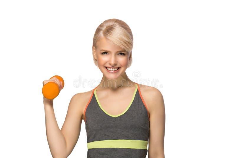 Mujer con pesa de gimnasia imagen de archivo libre de regalías