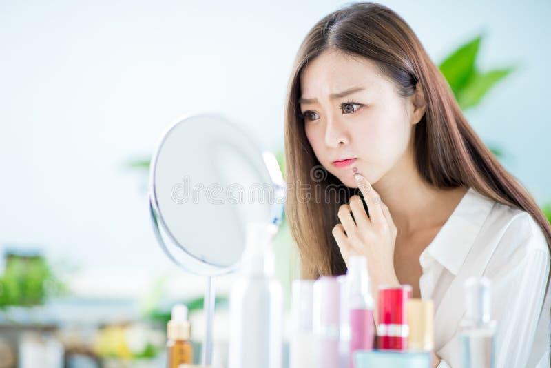 Mujer con problema del acn? fotografía de archivo libre de regalías