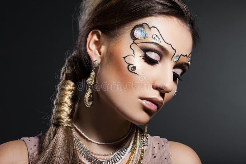 Mujer con rostro del arte imagen de archivo libre de regalías