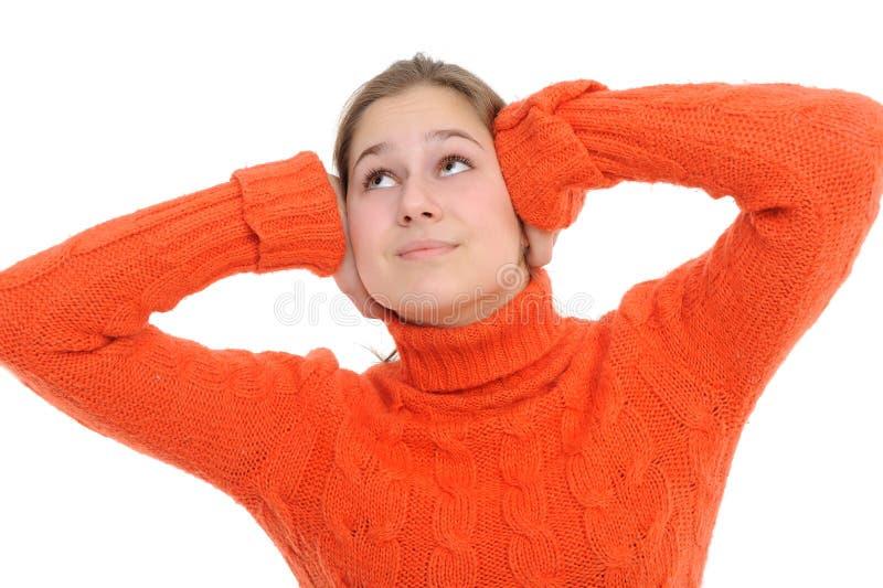Mujer con sus manos que cubren sus oídos imagen de archivo