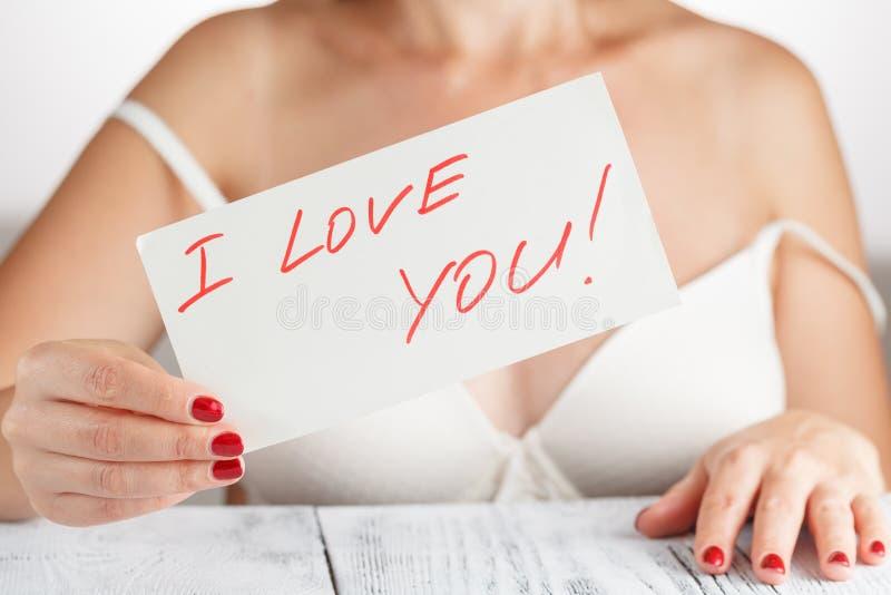 Mujer con un amor asqueroso usted imagen de archivo libre de regalías