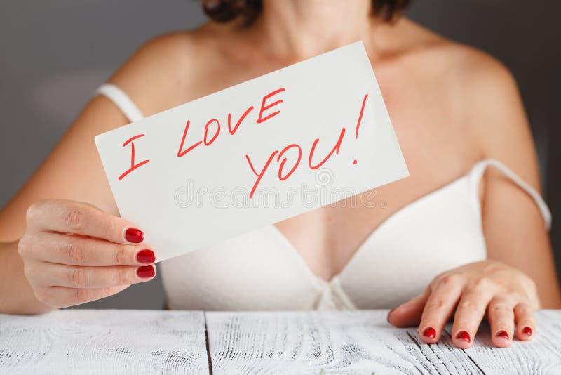 Mujer con un amor asqueroso usted fotos de archivo libres de regalías
