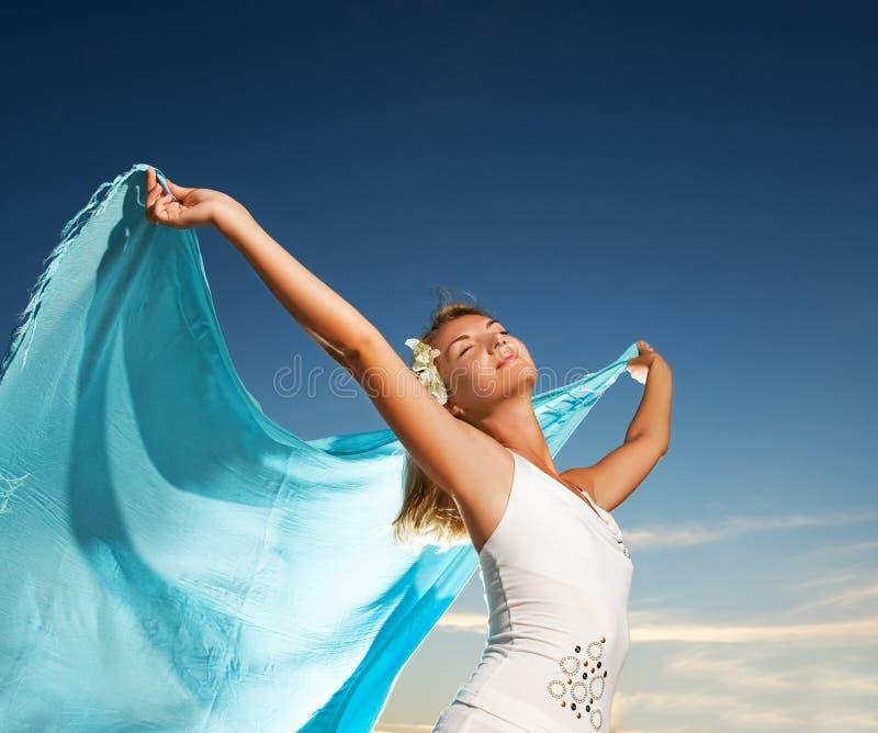 Download Mujer con un mantón foto de archivo. Imagen de azul, noche - 7278660