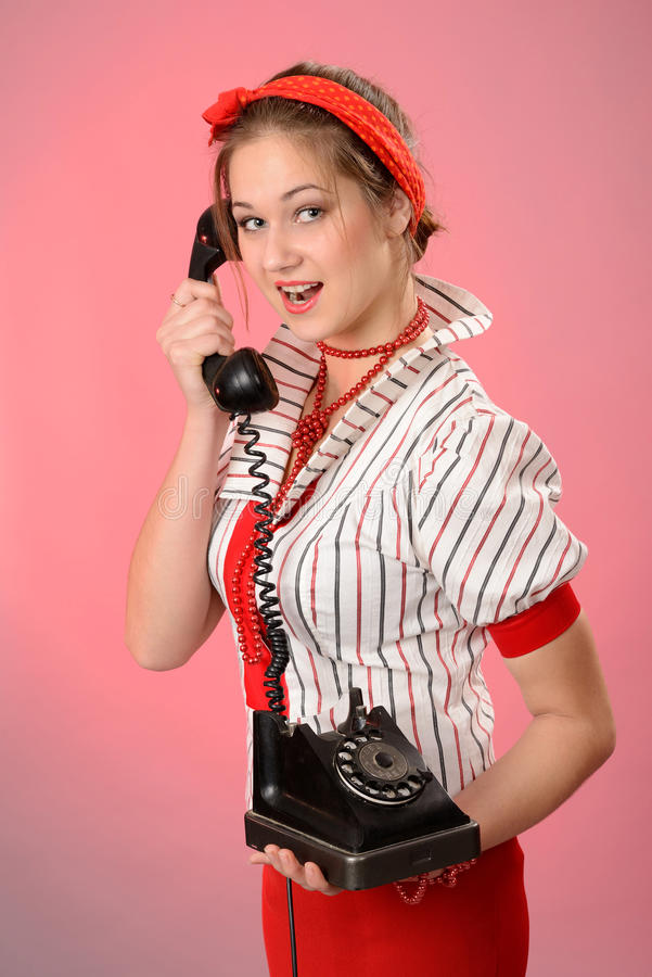 Mujer con un teléfono del vintage foto de archivo