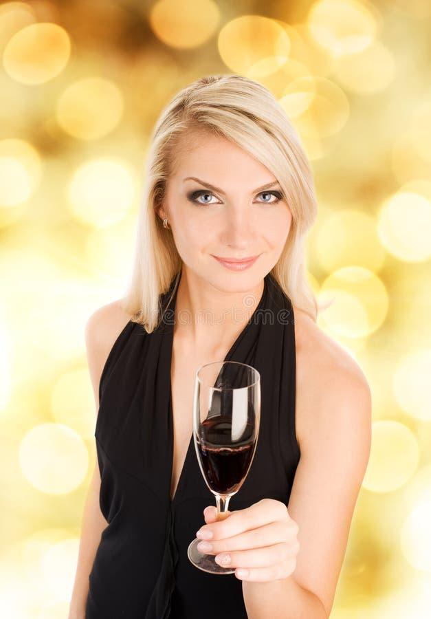 Download Mujer Con Un Vidrio De Vino Imagen de archivo - Imagen de rubio, atractivo: 7289947