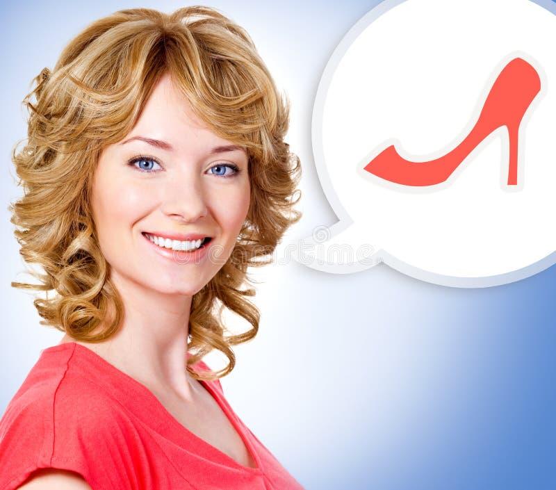 Mujer con una nota pintada de la nube con el zapato fotografía de archivo libre de regalías