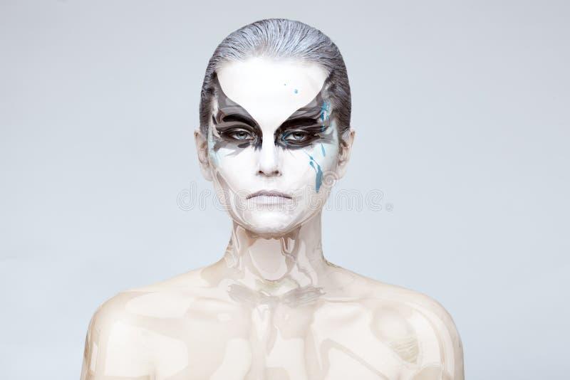 Mujer con una piel de cristal imagen de archivo libre de regalías