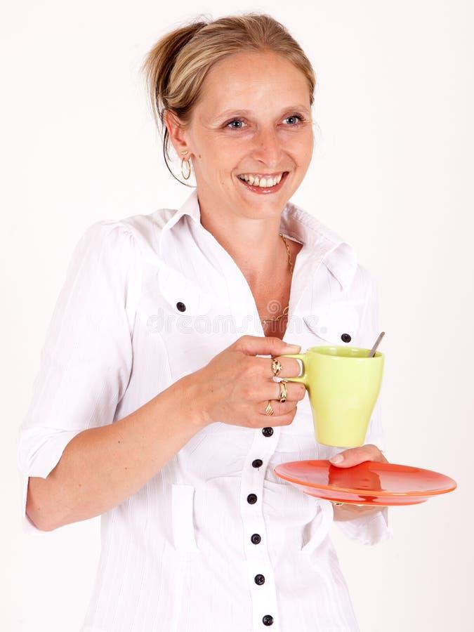 Mujer con una taza imagen de archivo