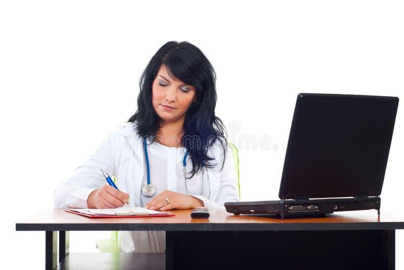 Mujer confidente del doctor en oficina foto de archivo libre de regalías