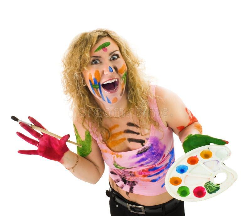 Mujer creativa con el cepillo y la gama de colores imagenes de archivo